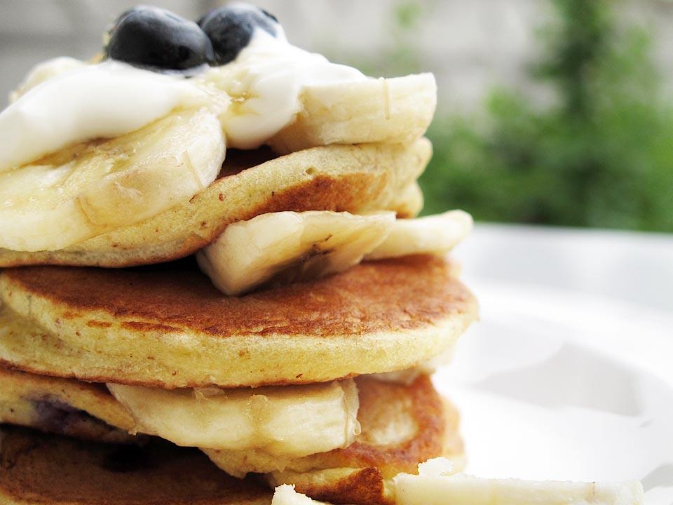 pancakes cu afine si banane