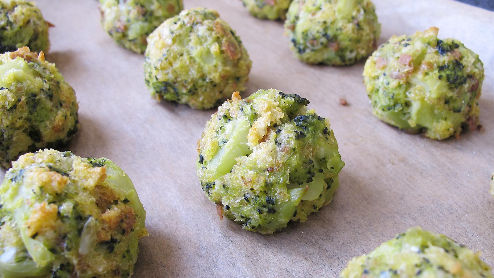 bulete cu broccoli si parmezan