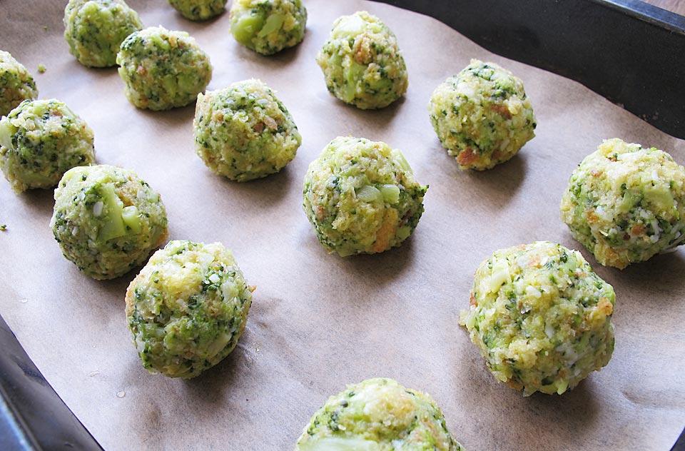 bulete de broccoli si parmezan