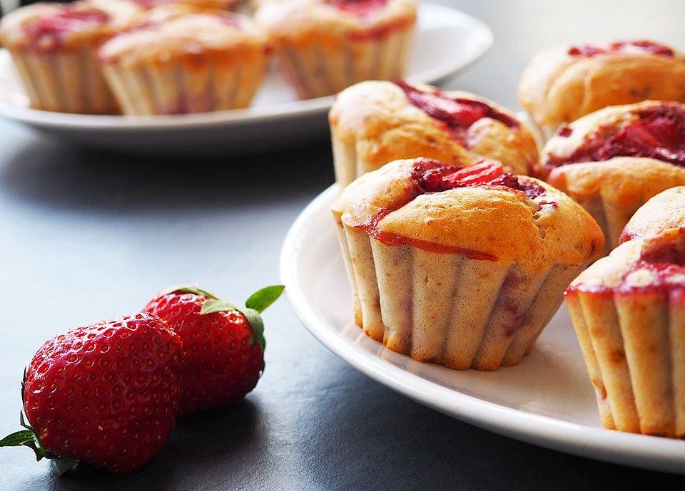 Brioșe cu iaurt și căpșuni (fără zahăr)