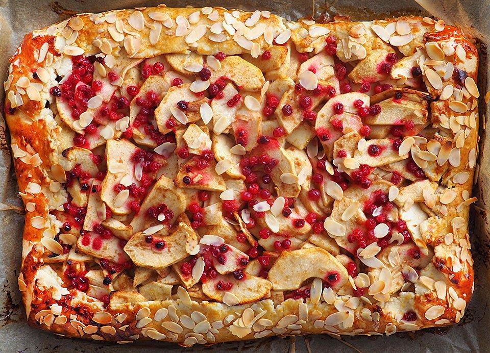 tartă rustică cu mere și merișoare